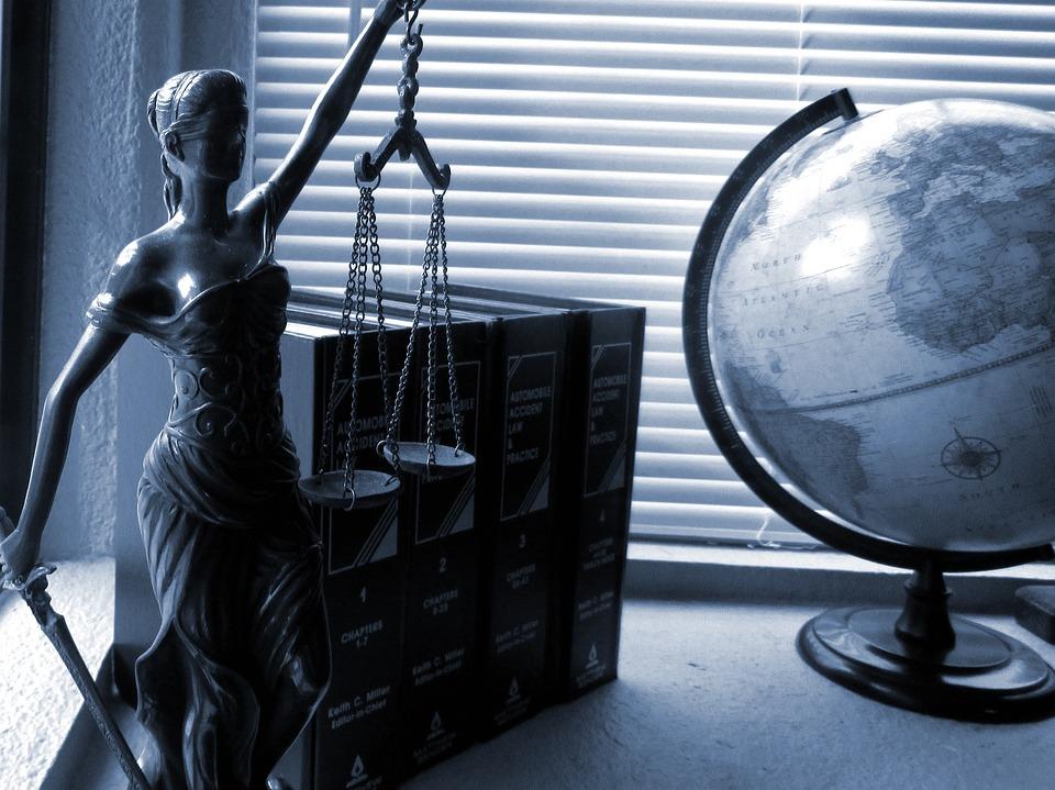 advokat hjælp